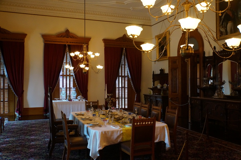 dining room at Iolani palace