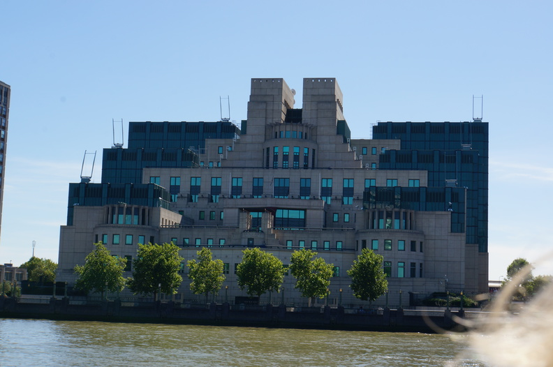 MI6 HQ - Where is Bond's office window?