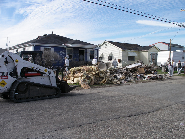 Army Corp of Engineers removes debris