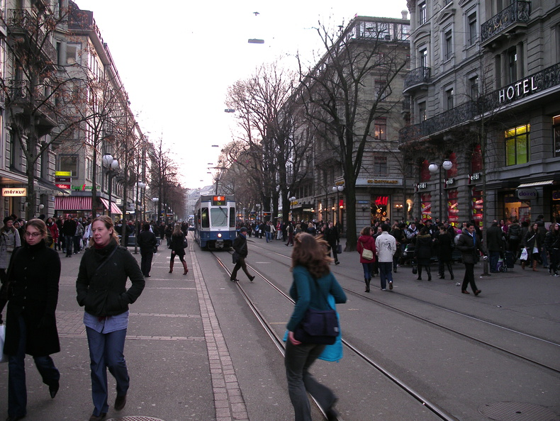 evening rush on Bahnhofstrasse